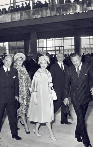 The Avvocato with Queen Elizabeth of England, in occasion  for the  celebrations of  Italy's Unification, May 1, 1961.