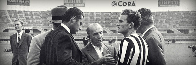 Gianni on the field of Juventus with Boniperti, in the center, the manager Sandro Zambelli