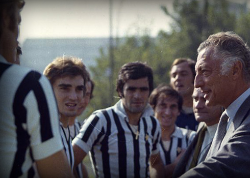 Gianni talks with some Juventus players,  in the 70's at the Combi range, historical training camp