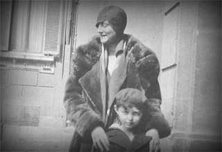 Gianni Agnelli with his mother Virgina in the second half  of the 1920's.